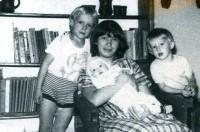 Н.-Тагил-40. С детьми - Пашей, Машей, Мишей. 1984 г.