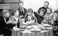 1. Семейное торжество металлургов Анфимовых. Челябинск, май 1961 г.
