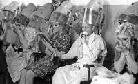 24. Перед конкурсом красоты. Челябинск, ДК ж.д., 2 апреля 1972 г.