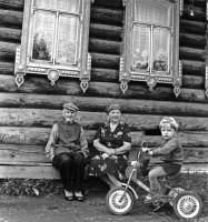 29. У родного дома, май 1989 г.