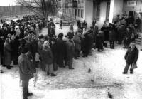 8. Очередь за хлебом. Челябинск, 1985 г.