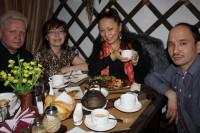 90. Автор, жена Софья, гостья из Омска Алтынай Жунусова, Булат Хасанов